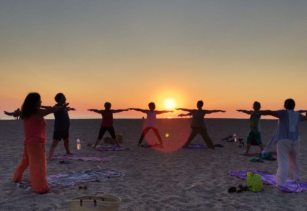 yoga en la playa